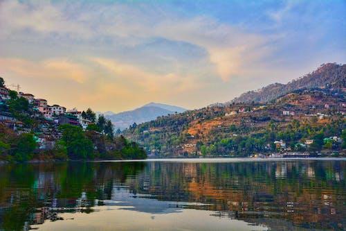 タウン, ビーチ, 家, 山岳の無料の写真素材