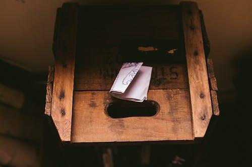 Kostnadsfri bild av låda, papper, spjällåda, stilleben