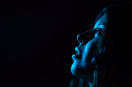 Kostnadsfri bild av ansiktsuttryck, blå, flicka, fotografering