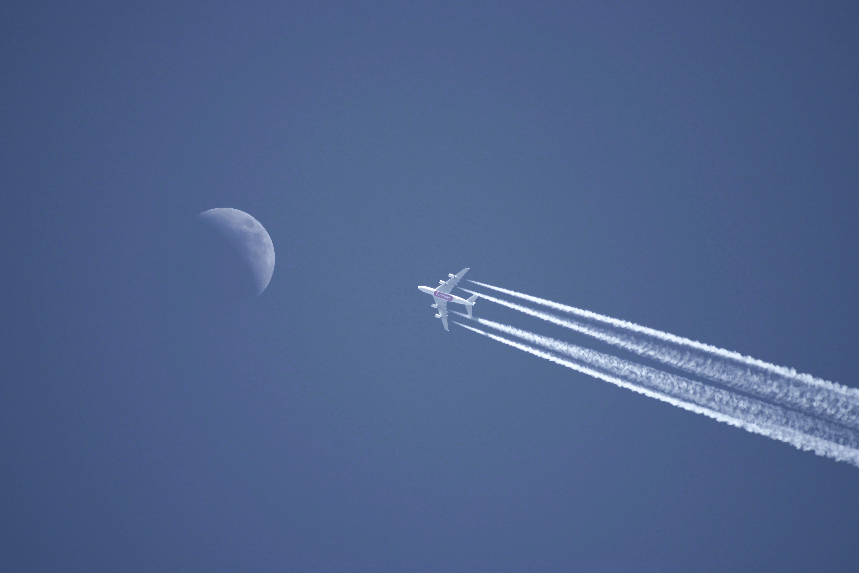 blauer himmel, düsenflugzeug, fliegen
