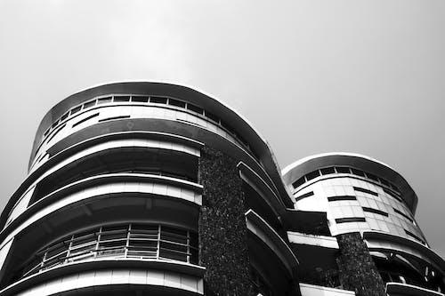 bakış açısı, bina, cephe, dar açılı çekim içeren Ücretsiz stok fotoğraf