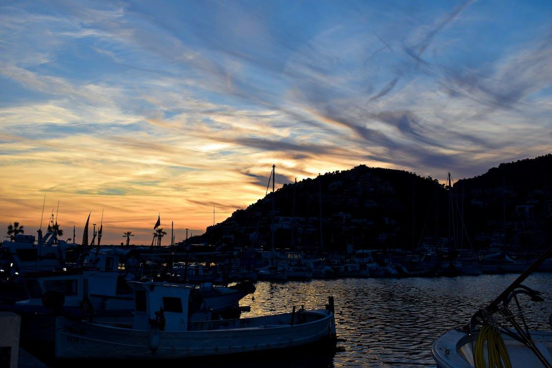 Безкоштовне стокове фото на тему «блакитне небо, гора, море»