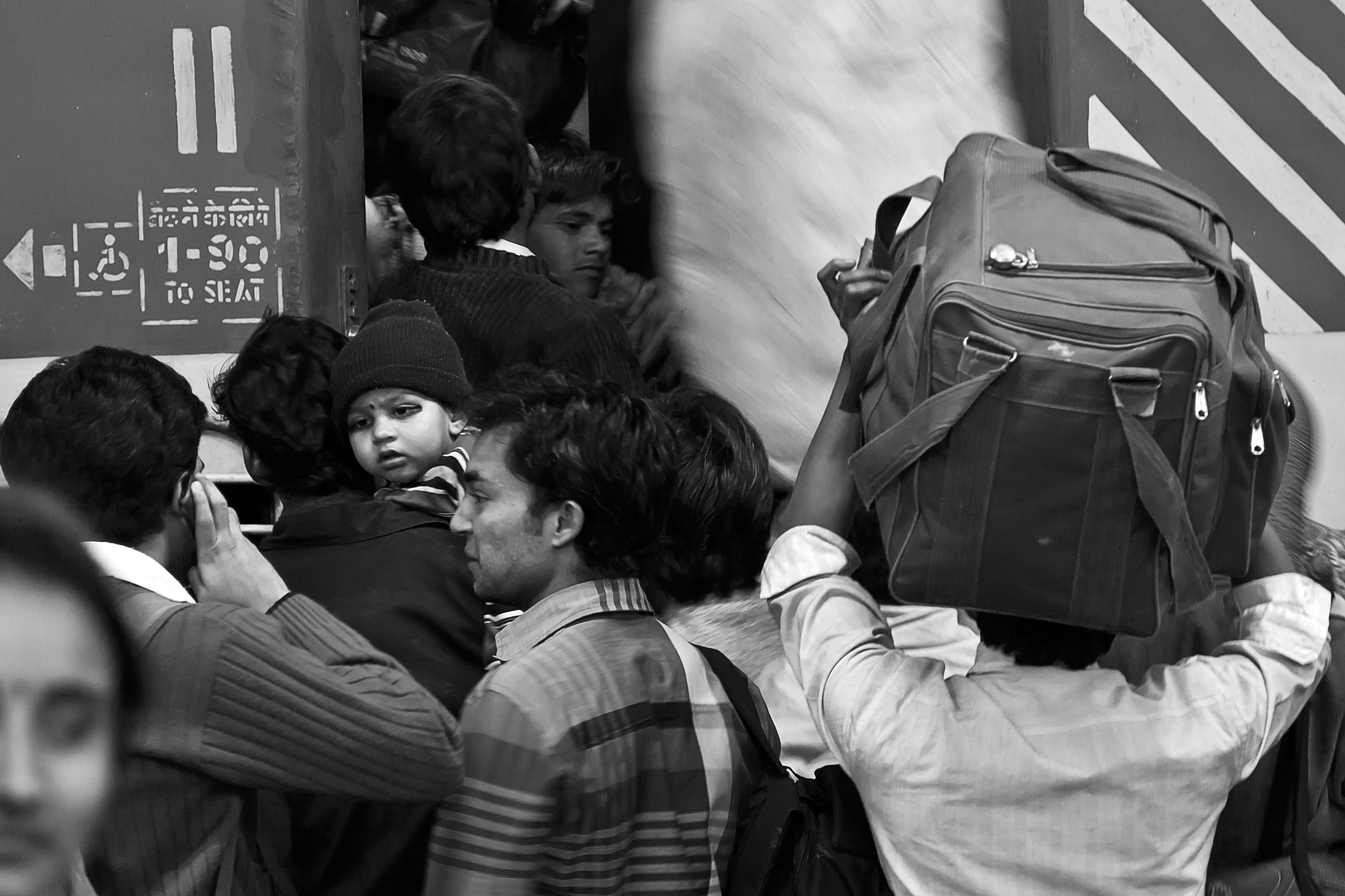 Foto profissional grátis de jovem viajante, trem
