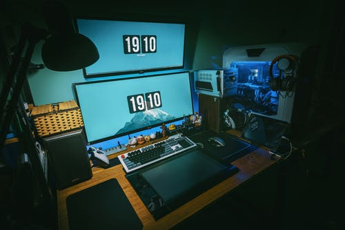 Photographie En Basse Lumière De La Plate Forme De Jeu D'ordinateur