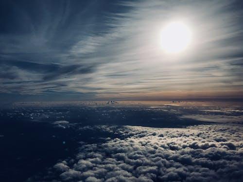 Gratis lagerfoto af fra flyet, himmel, skyer, sol