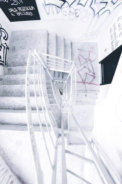 Безкоштовне стокове фото на тему «архітектура, Будівля, вандалізм, всередині»