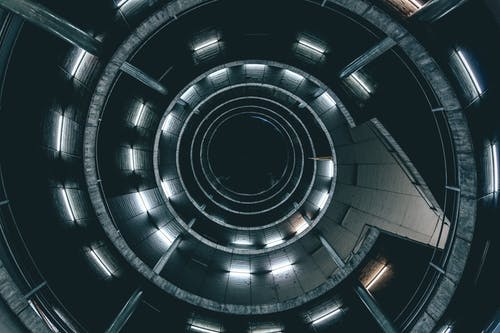 Spiral Merdivenin Düşük Açılı Fotoğrafı