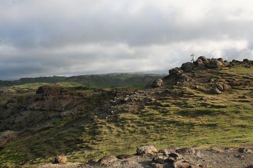 Kostnadsfri bild av berg, dagsljus, gräs, grässlätt