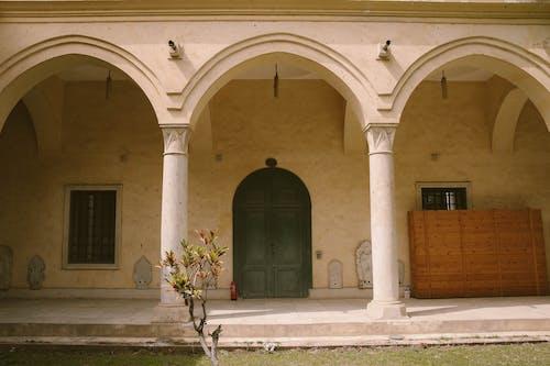건축, 기둥, 낮, 문의 무료 스톡 사진