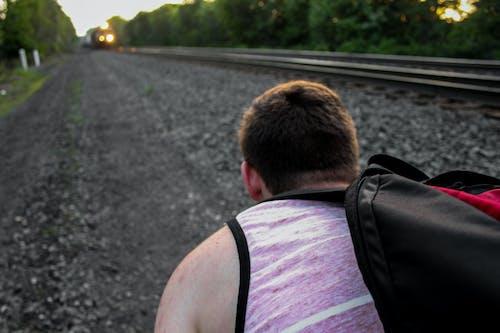 Безкоштовне стокове фото на тему «залізнична колія, камені, потяг, фотграфування»