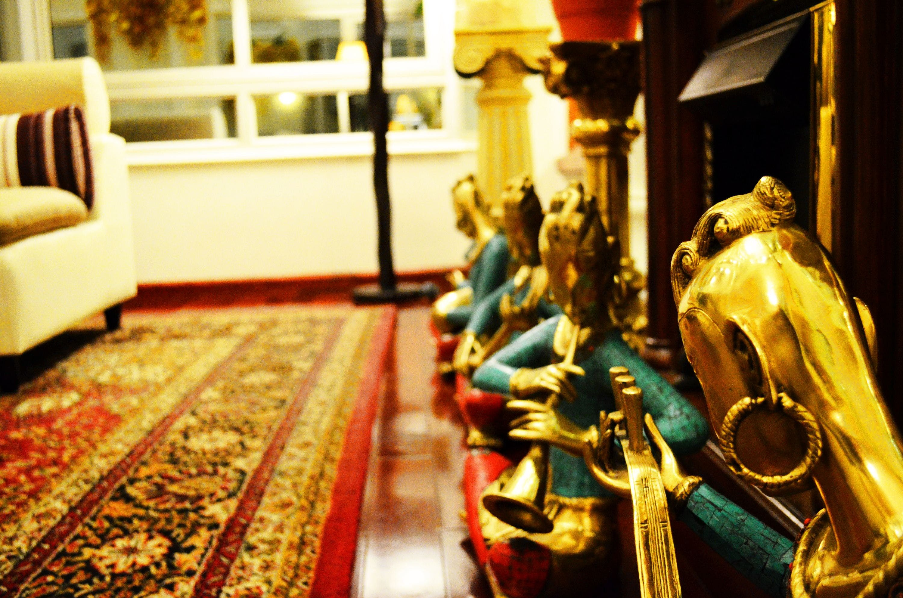 Free stock photo of golden statue, luxury, red carpet
