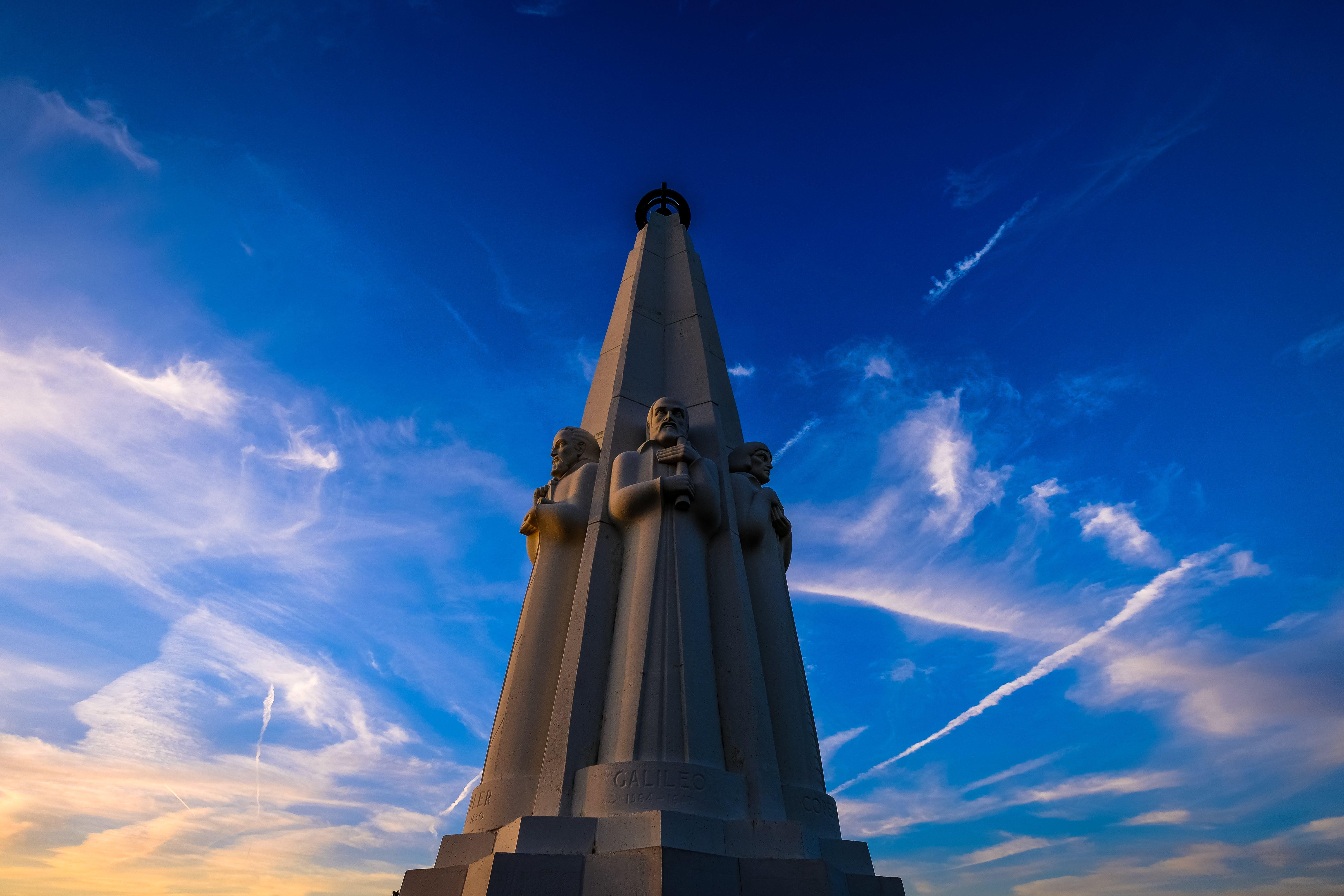 Kostenloses Stock Foto zu architektur, aufnahme von unten, blau, blauer himmel