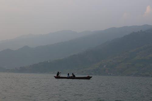 Gratis arkivbilde med båt, fjell