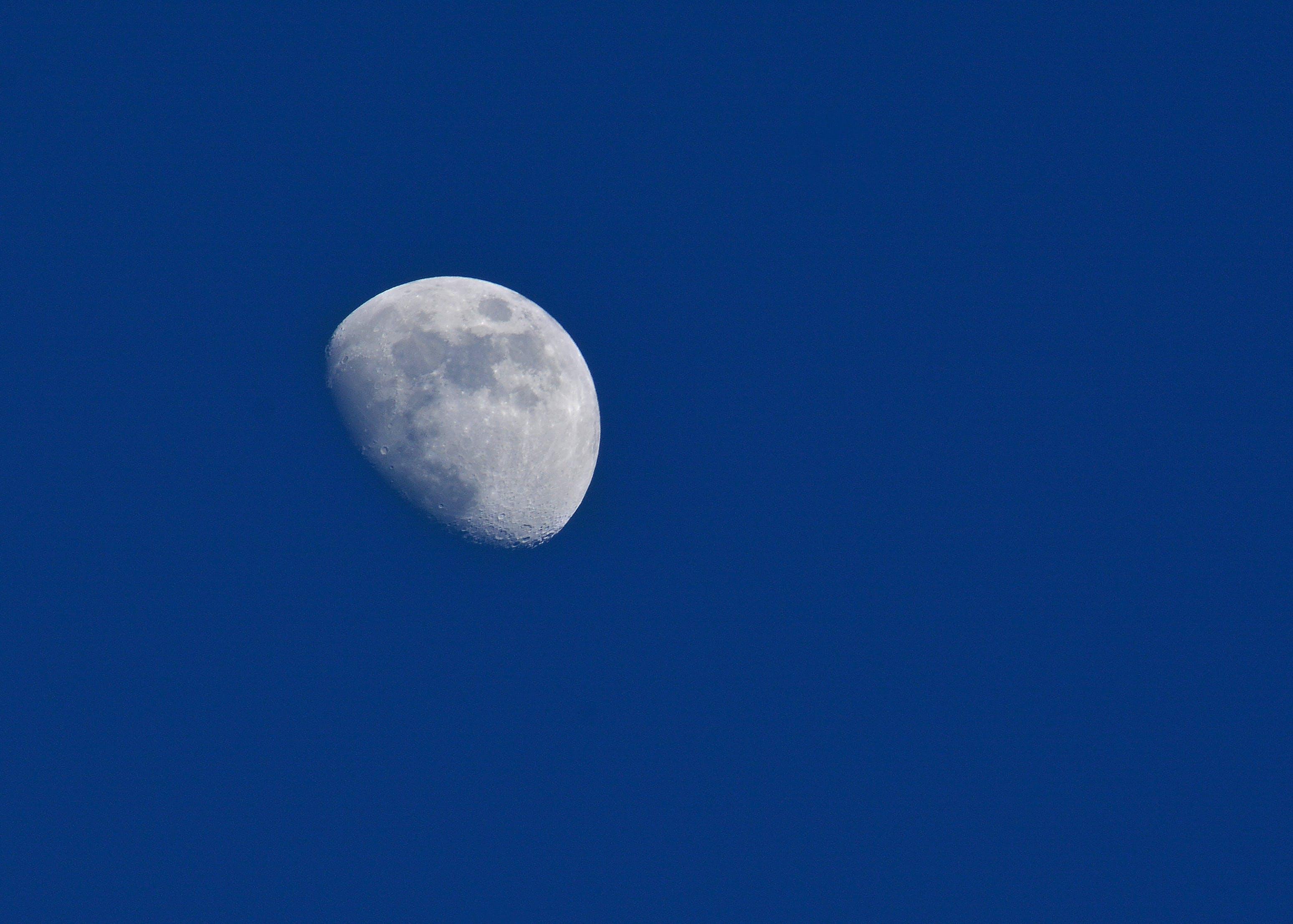 Gratis lagerfoto af blå himmel, galakse, klar himmel, måne