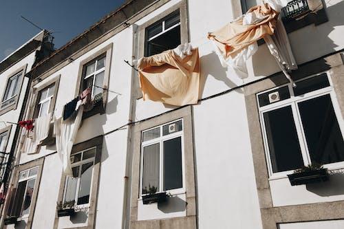 Безкоштовне стокове фото на тему «Windows, архітектура, архітектурне проектування, балкон»
