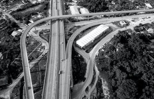 Foto profissional grátis de arquitetura, árvores, automóveis, câmera drone