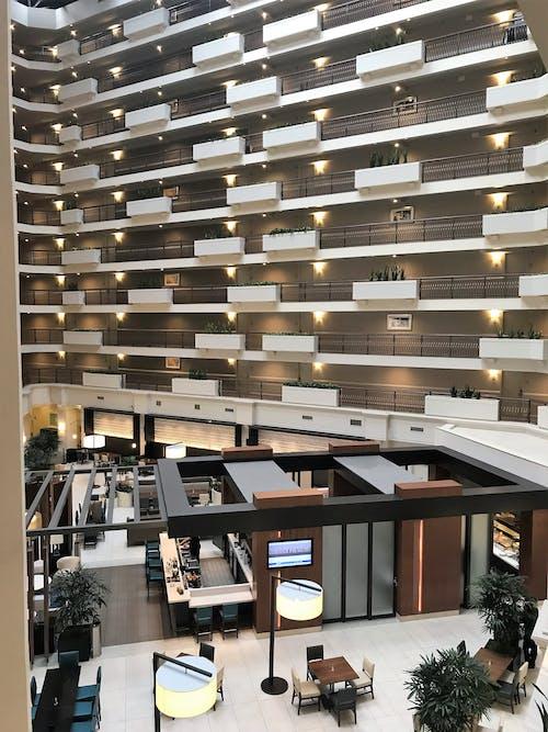 Δωρεάν στοκ φωτογραφιών με embassy suites, hilton, αρχιτεκτονική, γυάλινα αντικείμενα
