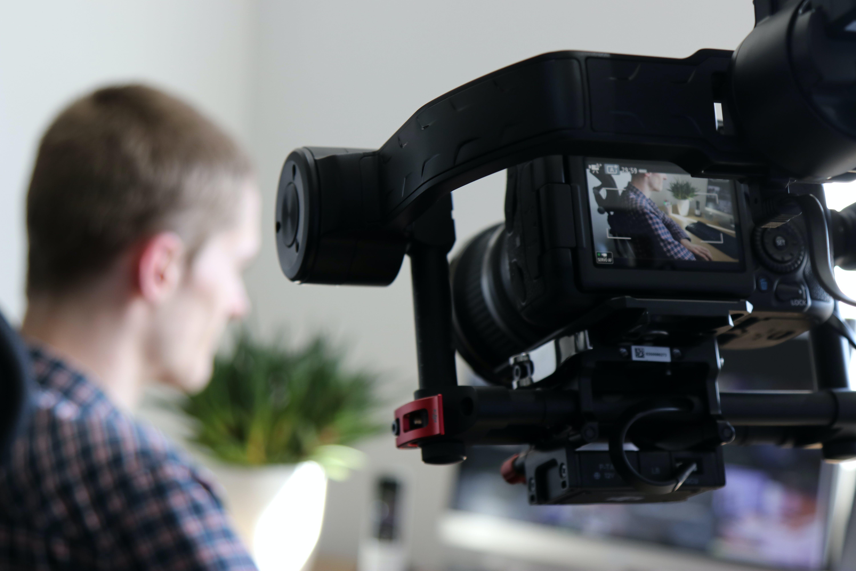 Kostenloses Stock Foto zu action, ausrüstung, autorennen, büro