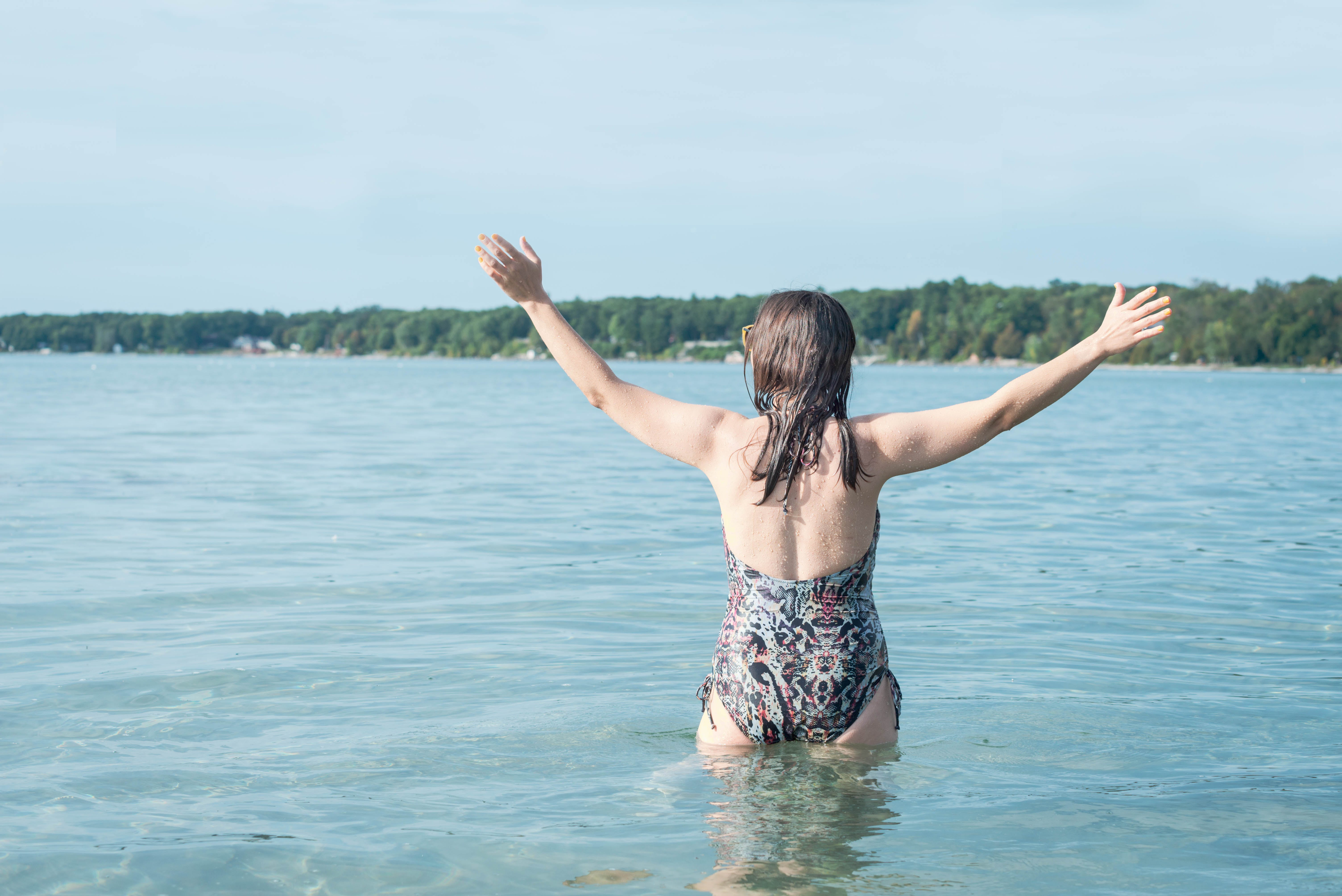 Immagine gratuita di acqua, costume da bagno, divertimento, donna