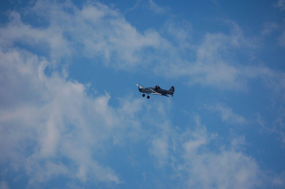 blå himmel, dagslys, fly