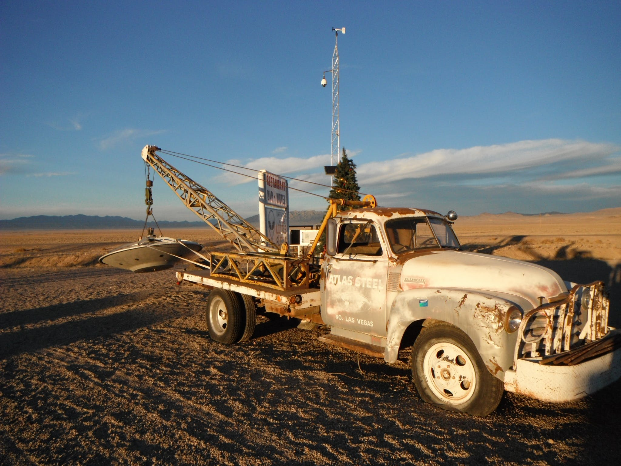 Free stock photo of flying saucer, tow truck