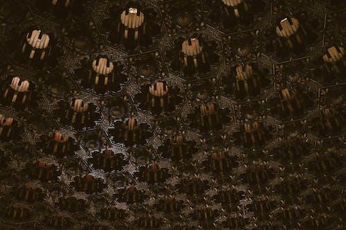 Darmowe zdjęcie z galerii z architektura, artystyczny, ciemny, dachówka