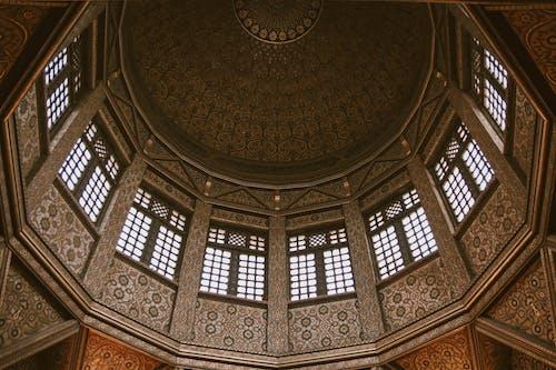 Ilmainen kuvapankkikuva tunnisteilla arkkitehtuuri, ikkunat, katedraali, katto