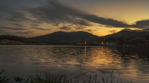 傍晚的天空, 光, 山, 晚間 的 免费素材照片