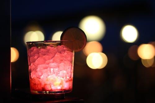 Immagine gratuita di bevande, cocktail, limone, luci della città