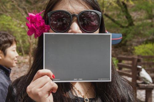 人, 休閒, 公園, 墨鏡 的 免费素材照片