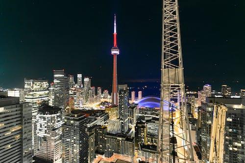 Безкоштовне стокове фото на тему «Будівля, вежа, горизонт, дах»