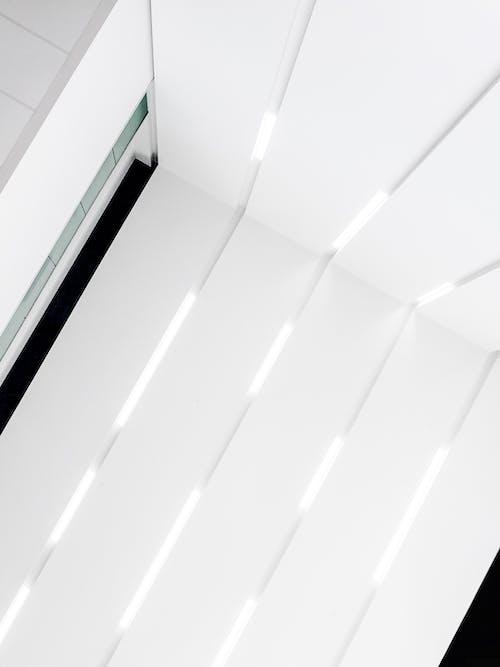 Foto d'estoc gratuïta de arquitectònic, arquitectura moderna, atri, blanc