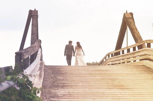 Kostenloses Stock Foto zu architektur, bau, braut und bräutigam, brücke