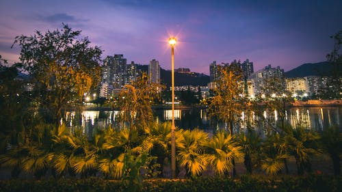 Бесплатное стоковое фото с архитектура, вечер, вода, горизонт