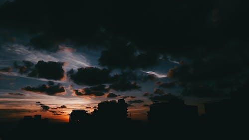 Бесплатное стоковое фото с вечер, вечернее небо, дома, здания
