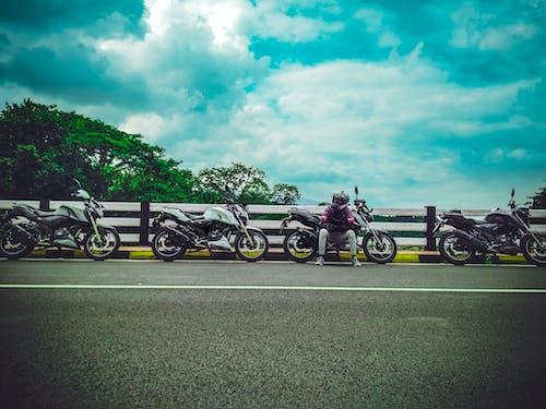 Fotos de stock gratuitas de atracción, automotor, bici, calle
