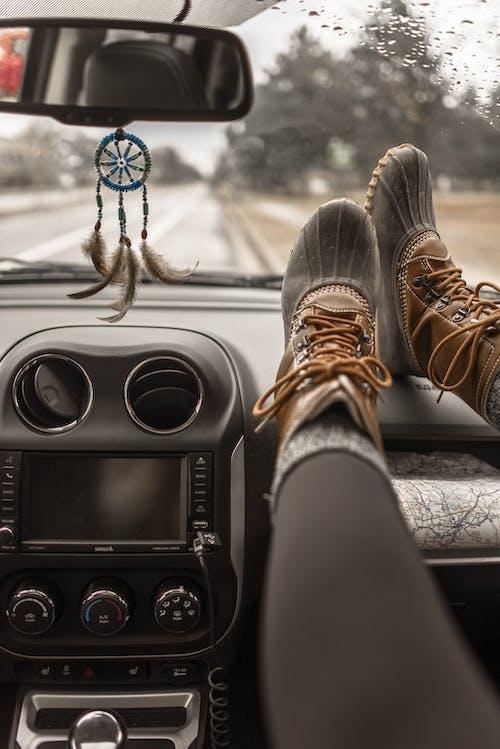 araba, botlar, gösterge paneli, yol içeren Ücretsiz stok fotoğraf