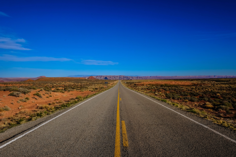 Gratis arkivbilde med asfalt, avstand, hovedvei, landskap