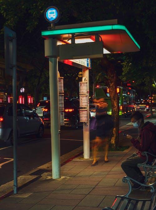 Δωρεάν στοκ φωτογραφιών με στάση λεωφορείου, φώτα νύχτας