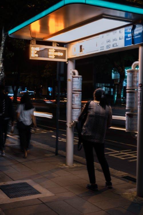 Ingyenes stockfotó buszmegálló, éjszakai fények témában