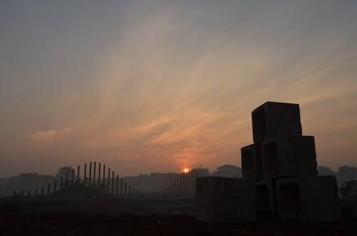 Ilmainen kuvapankkikuva tunnisteilla auringonlasku, aurinko, pilvet, silta