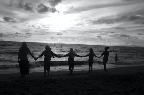 Ilmainen kuvapankkikuva tunnisteilla auringonlasku, aurinko, hiekkaranta, ihmiset