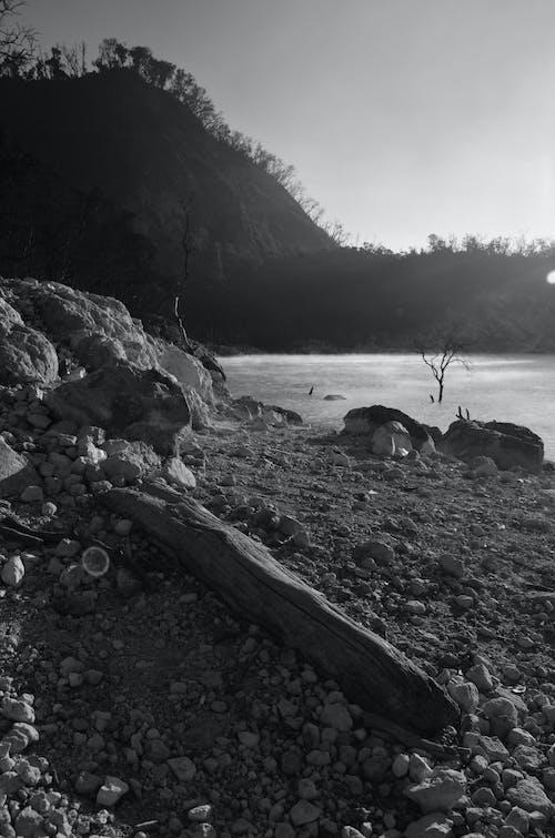 Ilmainen kuvapankkikuva tunnisteilla kraatteri, sumu, vesi, vuori