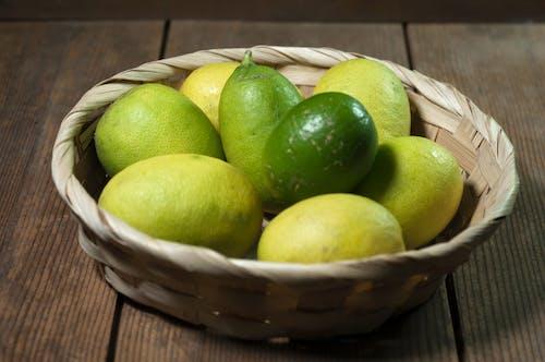 Fotobanka sbezplatnými fotkami na tému citrón v košíku, citrón z záhrady, citrusové ovocie
