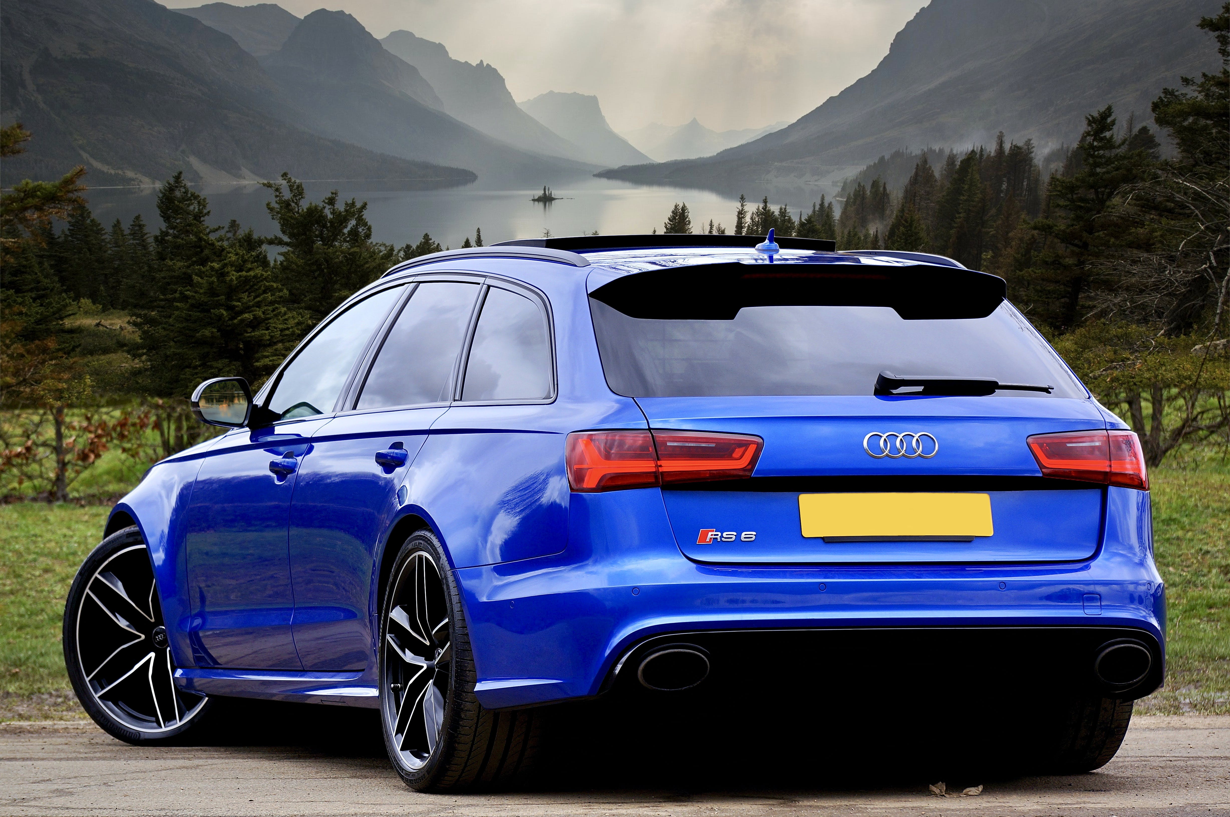 Photo of Blue Audi RS 6