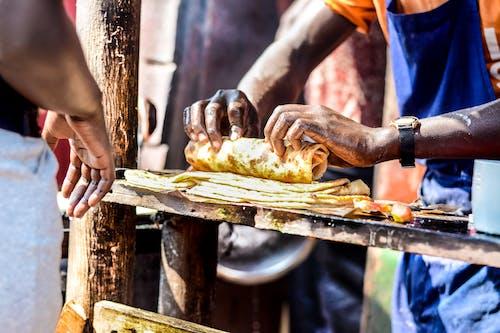 Fotobanka sbezplatnými fotkami na tému jedlo, muž, ruky, stočiť
