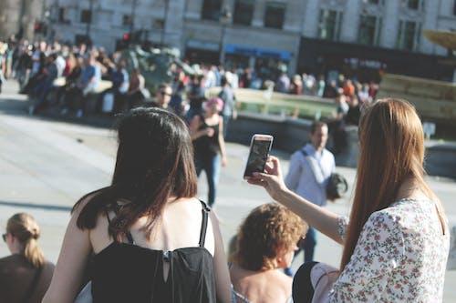 Kostenloses Stock Foto zu aufgeregt, beschäftigt, ein ort für touristen, foto klicken