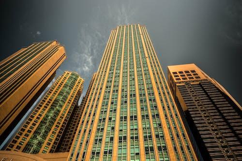 Ilmainen kuvapankkikuva tunnisteilla arkkitehtuuri, kaupunki, kuva alakulmasta, perspektiivi