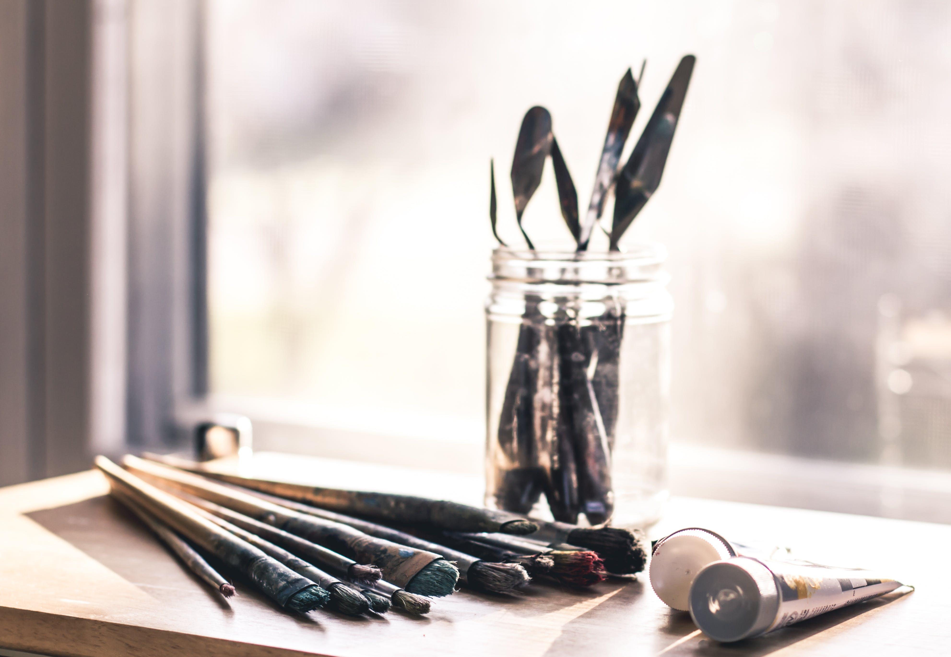 Kostnadsfri bild av glasburk, inomhus, måla, oskärpa