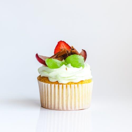Безкоштовне стокове фото на тему «їжа, білий фон, вершковий, випічка»